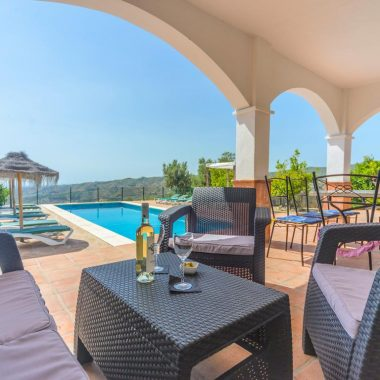 Fantastic Luxury Villa For 8-12 Persons